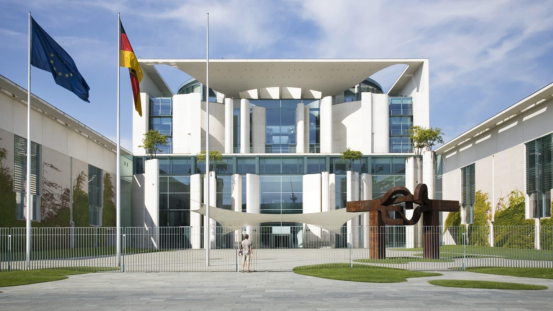Marin ja Merkel tapaavat - vastaanottoseremonia Berliinissä