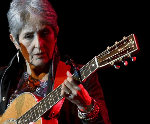 Joan baez sjunger i bosnien
