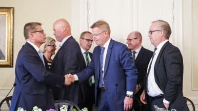 Kuvassa ovat Markku Jalonen, Vuokko Piekkala, Antti Palola, Jarkko Eloranta, Jyri Häkämies, Juha Sarkio ja Sture Fjäder.
