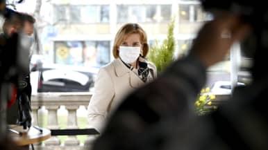 Oikeusministeri Anna-Maja Henriksson saapui hallituksen puoliväliriihen kolmannen päivän neuvotteluihin Säätytalolla Helsingissä.