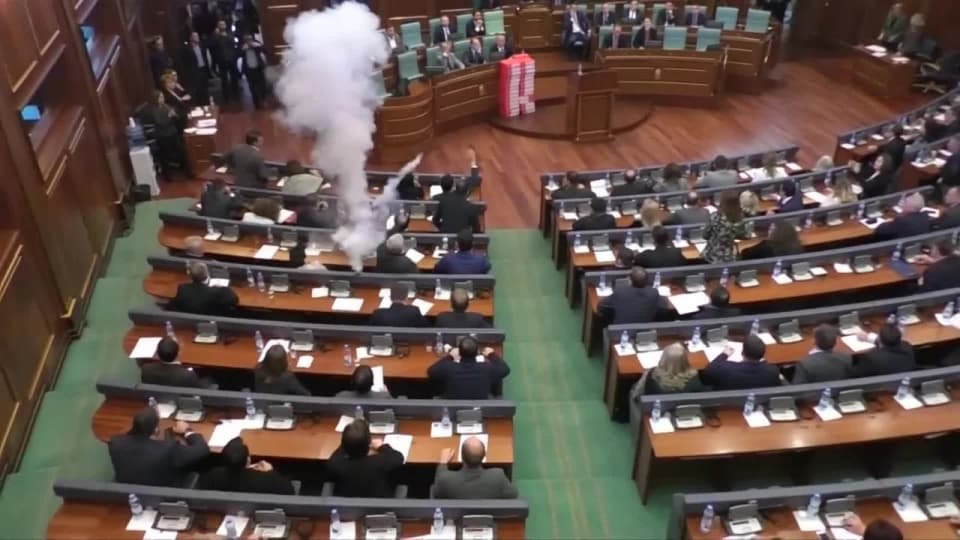 Mer targas i kosovos parlament