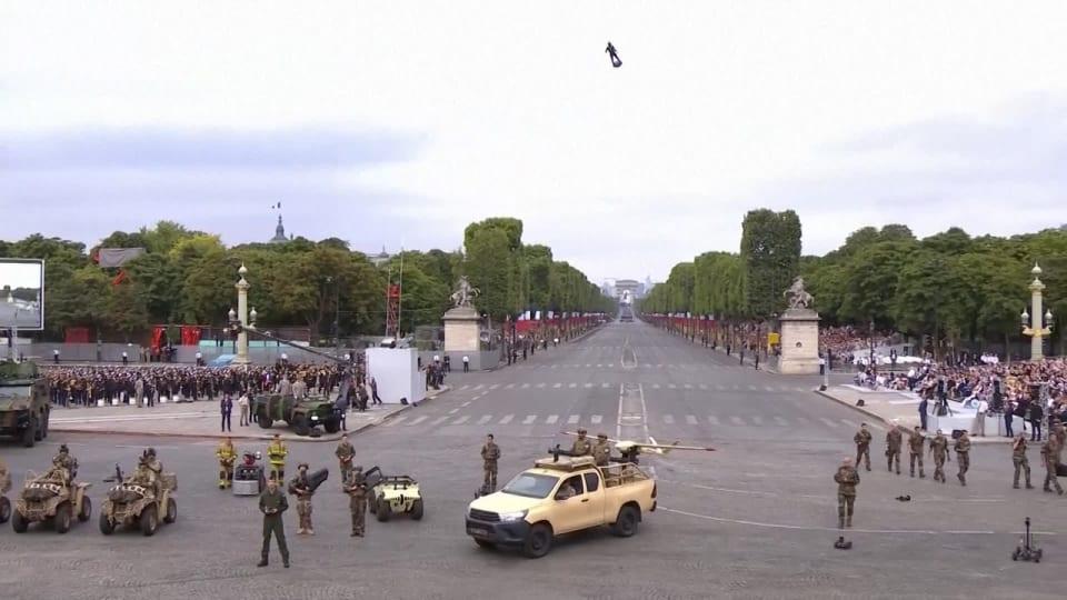 Bastiljdagens Militarparad Intog Paris Frankrike Visade Upp Ny Flygmanick Utrikes Svenska Yle Fi