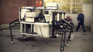 Otaniemessä 1993 esitelty itsenäisesti toimiva metsänhoitokone MECANT.