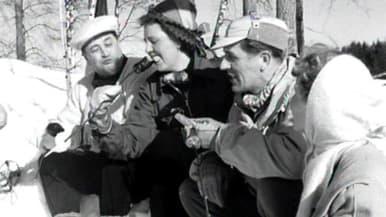 Ihmisiä talvimaisemassa 1950-luvun mainosfilmissä