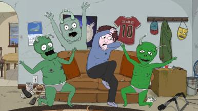 Jeff istuu sohvalla pelokkaana alienien ympäröimänä.