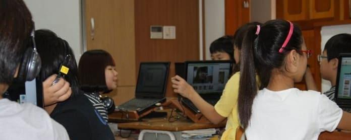 Eteläkorealaisia koululaisia