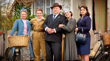 Rose (Katie Redford), Daisy (Katherine Pearce), Daddy (Mark Addy), Hyacinth (Kerry Howard), Violet (Tamla Kari)