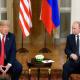 Trumpin ja Putinin kehonkieli oli jäyhää, mikä saattoi johtua osin molemminpuolisesta myöhästelystä.