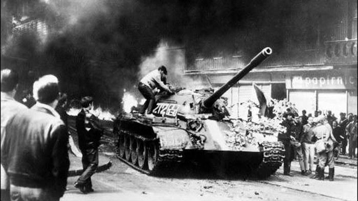 Den liberala Pragvåren 1968 ledde till att Sovjetunionens trupper invaderade Tjeckoslovakien – Arkivet – svenska.yle.fi