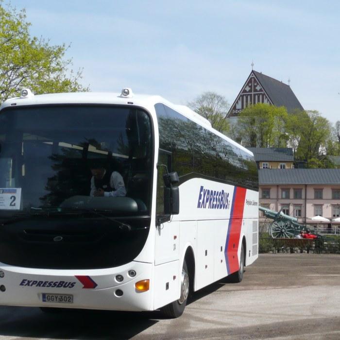 Sparvagn krockade med buss vid rodljus