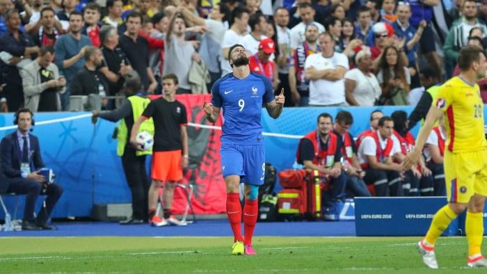 United jagar nyforvarv i frankrike