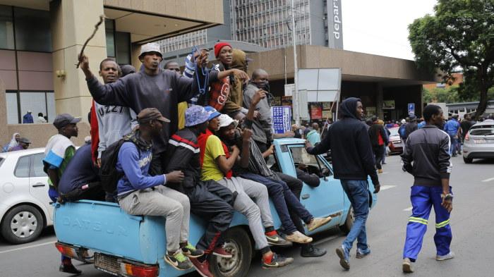 Brak mellan polis och demonstranter