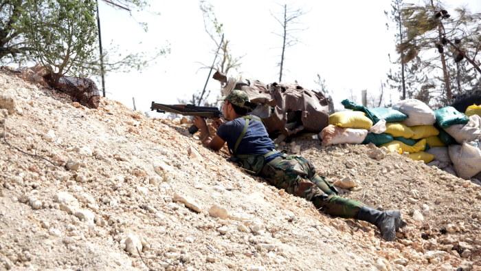 Rebellerna lamnar stadsdel i aleppo