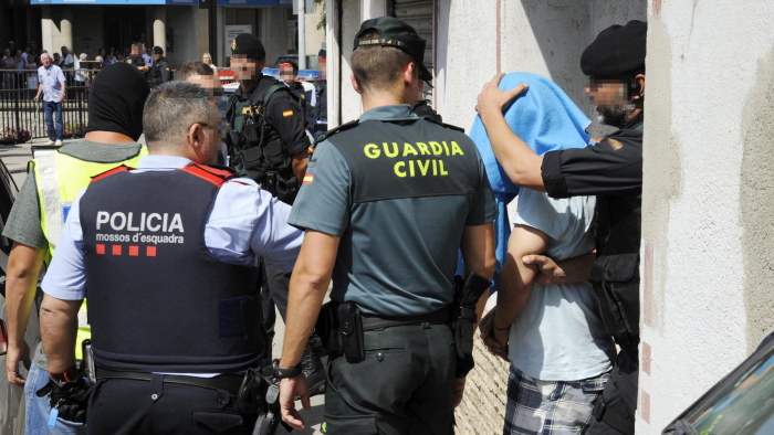 Spansk polis jagar fem marockaner