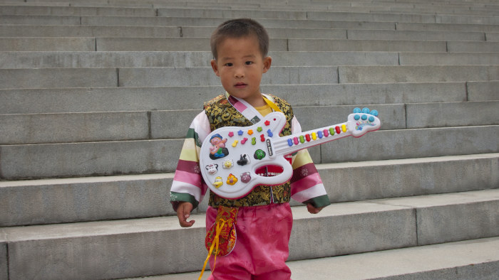 Nordkoreanska fans hyllar kim jong un