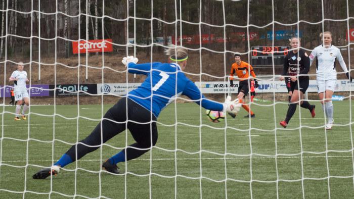 """Kvinnor systematiskt motarbetade inom fotbollen  """"Struntprat att det inte  finns intresse""""  0d12356d1f000"""
