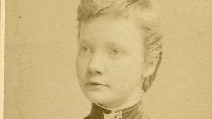 Alva Sellberg, 25 r i Djursholm p Svalns all 24 - adress