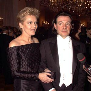 Kirka Babitzin ja Paula Nummela Tasavallan presidentin itsenäisyyspäivän vastaanotolla Presidentinlinnassa 1997