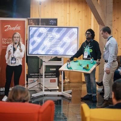 Nuorten hackathon-tapahtuma Wasa innovation centerissä vuonna 2019