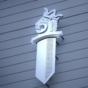 Polissymbol på en utevägg.