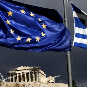 EU och den grekiska flaggan.