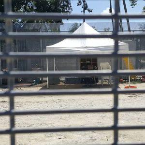 Bild från flyktinglägret på ön Manus införs stängningen tisdagen den 31 oktober.