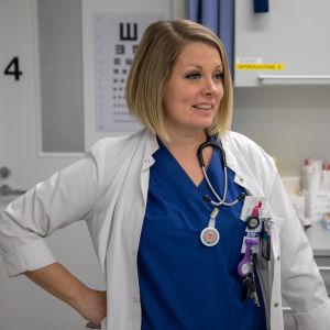 Akuuttilääkäri Iita Daavittila työskentelee Oulun yliopistollisessa sairaalassa
