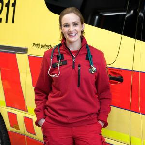 Ensihoitaja Laura Carstens työskentelee Länsi-Uudenmaan pelastuslaitoksella