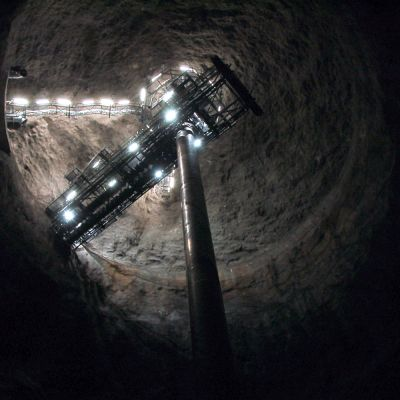 Salmisaaren voimalan hiilisiilo numero 2 on 40 metriä leveä ja 70 metriä korkea. Samanlaisia siiloja on yhteensä neljä.