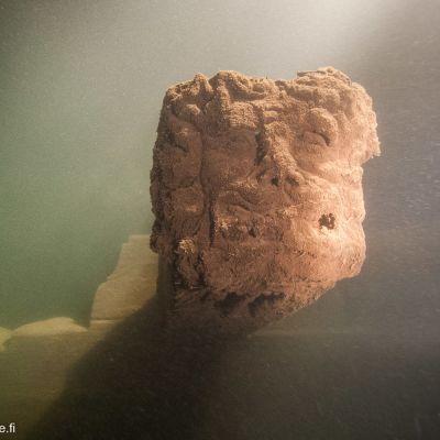 Leijonanpääkoriste oli vielä paikallaan kasuunihylyn ranapalkissa vuonna 2005.