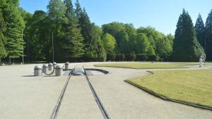Marsalkka Fochin salonkivaunun sijaintipaikka raiteilla Compiègnen metsän aselepoaukiolla, Ranskassa.