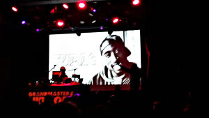 Grandmaster Flash hyllar Tupac på Tavstia