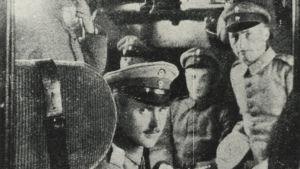 Suomalaisjääkäreitä matkalla rintamalle (1916/1917).