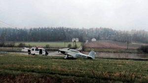 Flyplan har nödlandat på fält.