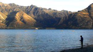 På Nya Zeeland är man medveten om turismens inverkan på fisket, och man vidtar olika åtgärder för att fiskstammarna ska hållas friska och livliga. Bild: YLE/Smältpunkt/Heidi Grandell,Fredrik Sonck