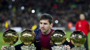 Lionel Messi med sina fyra Ballon d'Or.