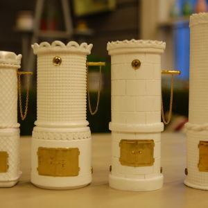 Kakelugnar i miniatyr av skräp