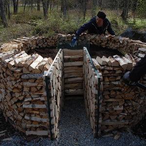 Camilla Forsén-Ström och Owe Salmela bygger en nyckelhålsträdgård på Strömsö