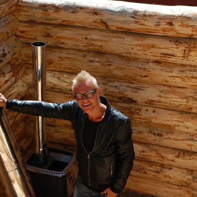 Jim Björni himppua vaille valmiin saunan äärellä. Ei mennyt niinkuin Strömsössä!