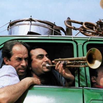 Romanien tie (When the Road Bends: Tales of a Gypsy Caravan), 2006.