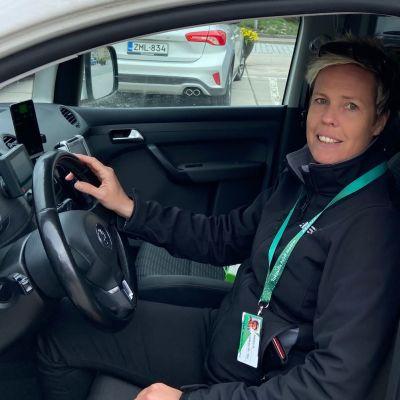 Jessica Holmberg har ett taxiföretag med 12 bilar