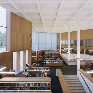 sisäkuva kirjastosta