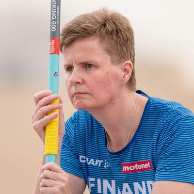 Marjaana Heikkinen ser fundersam ut.