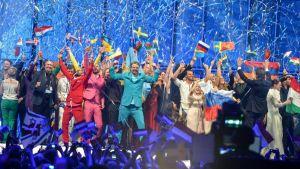 Länderna som går vidare till final i ESC 2014 på scen.