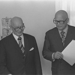 Hallitustunnustelija Martti Miettunen ja presidentti Urho Kekkonen 27.11.1975