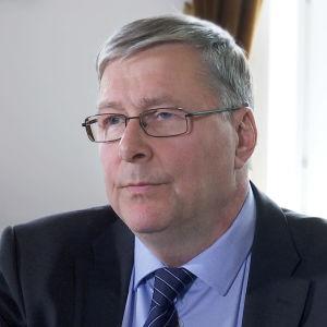 Valtakunnanvouti Juhani Toukola.