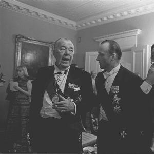 Sveriges prins Bertil, Norges kronprins Harald och statsminister Kalevi Sorsa på självständighetsmottagningen 1977.