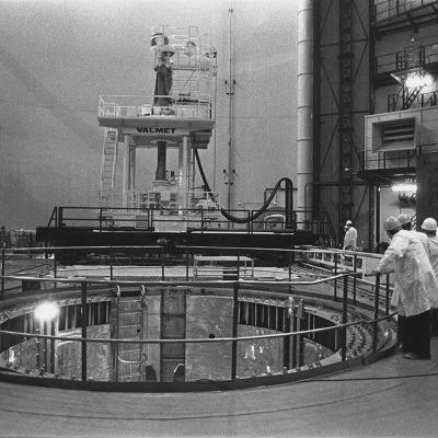 Loviisan ydinvoimalan reaktorihallin rakennustöitä vuonna 1976