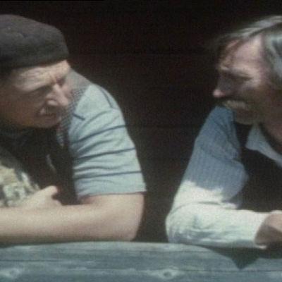 Freetrikki (Paavo Liski) ja Israeli (Martti Kainulainen) tuumailevat.