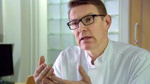Osastonylilääkäri Juha Sinisalo